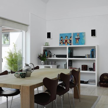 DALI-MENUET-white-grille-interior-01.jpg