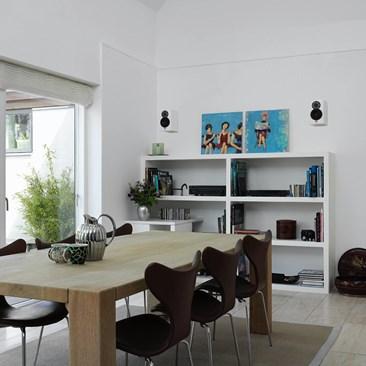 DALI-MENUET-white-interior-02.jpg