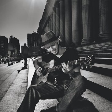 Jeff Fiorello street musician in New York