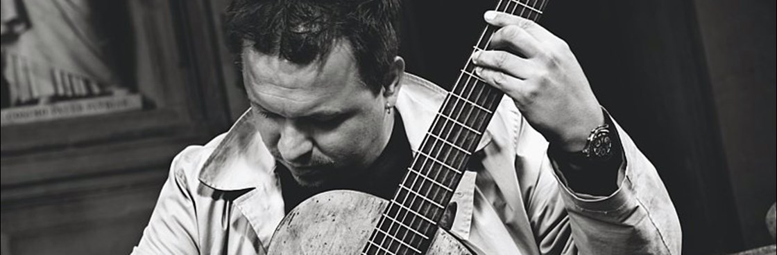 Piotr Tomaszewski street guitarist from Florence
