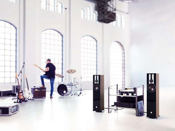 DALI-OPTICON-5-Walnut-MUSIC-MG.jpg