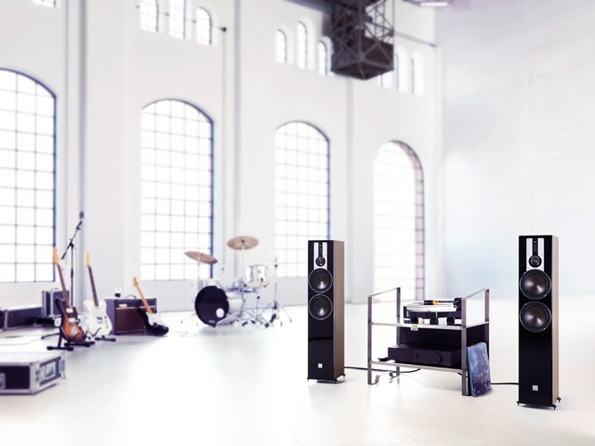 DALI-OPTICON-6-Walnut-MUSIC-UG.jpg