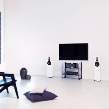 DALI-OPTICON-5-White-TV-interior.jpg