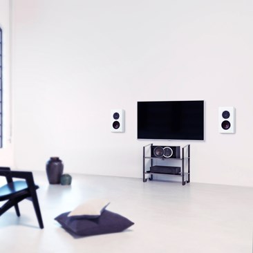 DALI-OPTICON-LCR-White-TV-interior.jpg