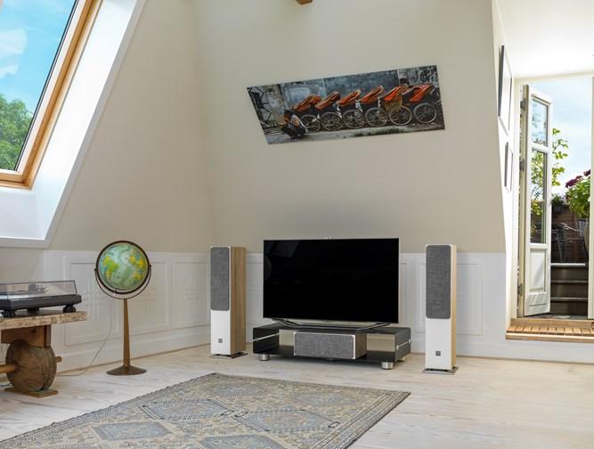 OBERON-5-Oak-grille-TV-setup.jpg