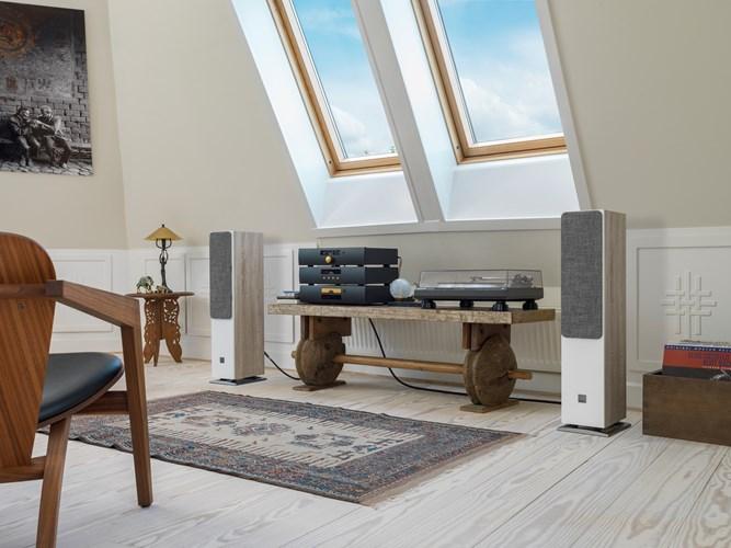 OBERON-5-Oak-grille-stereo.jpg