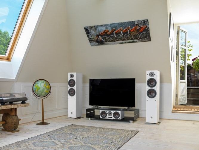 OBERON-7-White-TV-setup.jpg