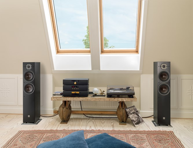 OBERON-7-Black-stereo.jpg