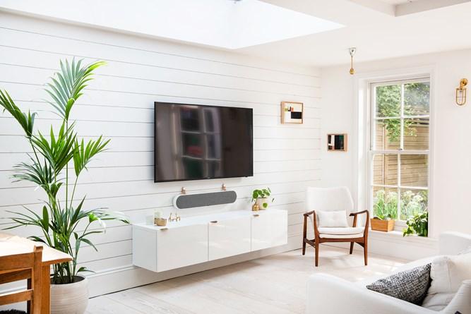 DALI-KATCH-ONE-Living-Room-angle-white_01.jpg